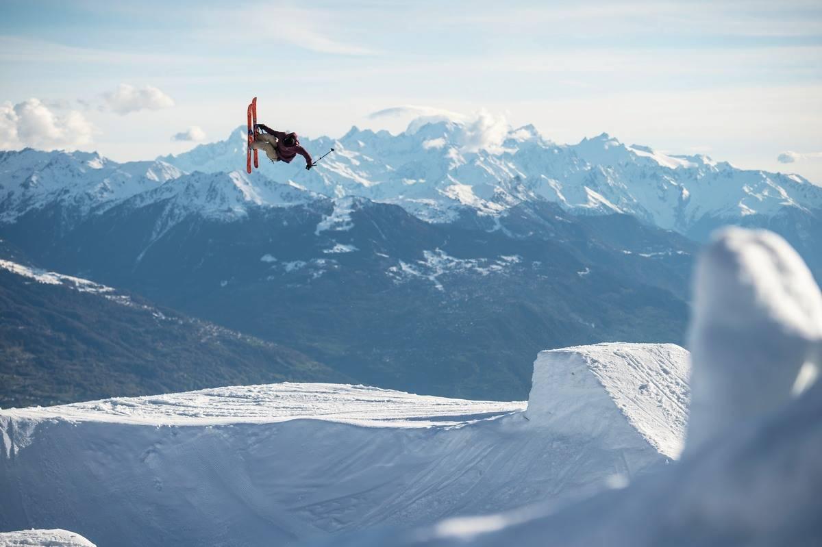 PARK: Crans Montana har ikke bare masse lekent terreng. Her er også en av Alpenes beste terrengparker, hvor Nicolas Vuignier også er på hjemmebane. Foto: Ruedi Flück