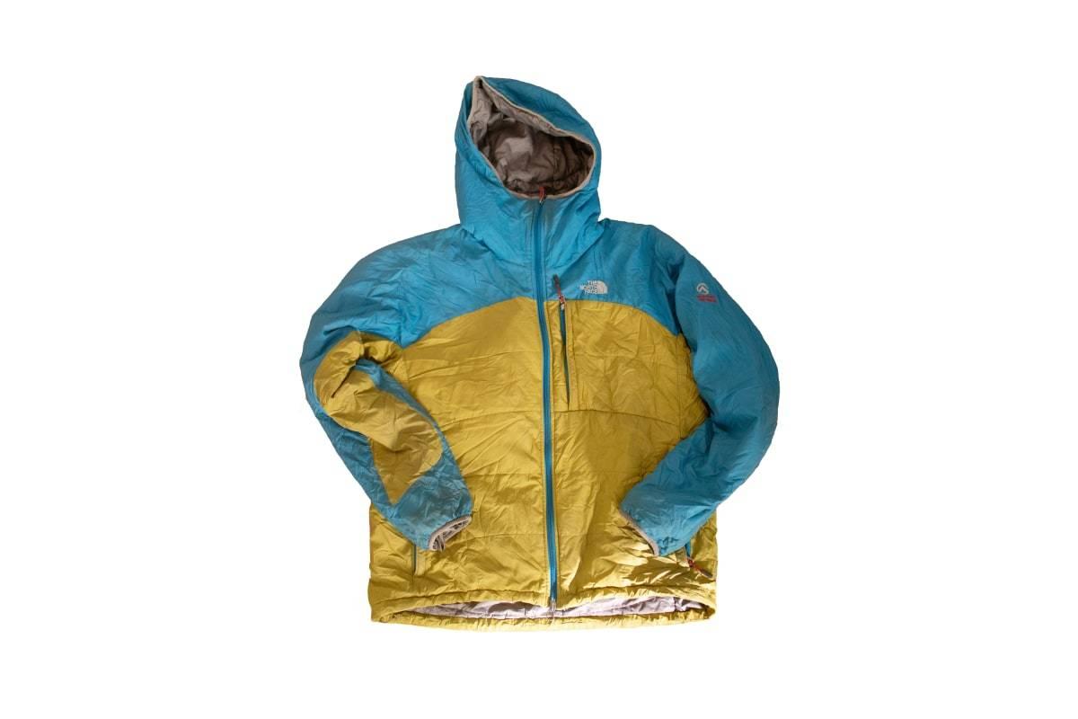 SENNEP? Skal du grille pølser, er du alltid fargekoordinert med den jakka her. Tror jeg. Den gulfargen er litt vanskelig å få has på.