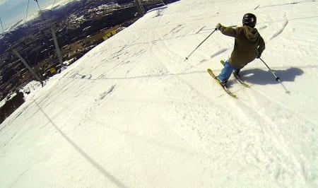 UT MED ET SMELL: Nesten ingen gidder å bruke norske alpinanlegg når de er på sitt beste om våren. Derfor blir vi som elsker å kjøre laps i deilig sløsj utsatt for prematur og ufrivillig avlysning av skiheissesongen. Foto: Tore Meirik