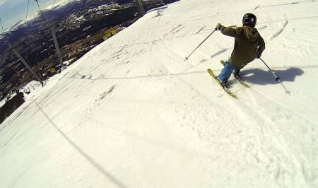 SLØSJ: Nesten ingen gidder å bruke norske alpinanlegg når de er på sitt beste. Derfor blir vi som elsker å kjøre laps i deilig sløsj utsatt for prematur og ufrivillig avlysning av skiheissesongen. Foto: Tore Meirik
