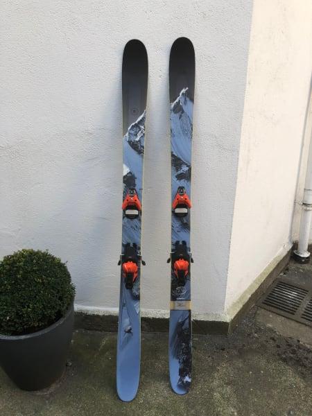 J Skis The Metal 186 cm med Salomon Sth2 13. Veldig bra ski og binding.