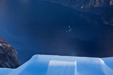 Glomfjord skisenter frikjøring field twintip hopp freeride snø ski alpint snowboardguide fri flyt
