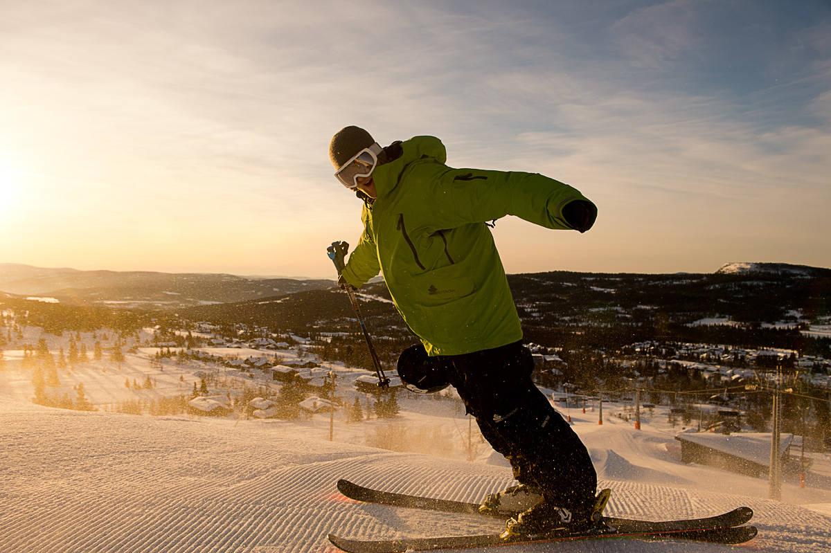 VIND PÅ KULEN: Aleksander Aurdal var på plass på Skeikampen. Det var vinden også. Foto: Vegard Breie