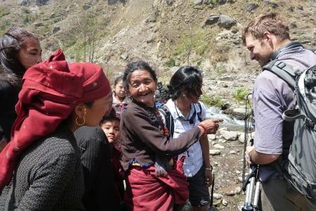 HJALP: Benjamin Hjort var aktiv i MAM - både som kameramann og hjelpearbeider. Foto: MAM