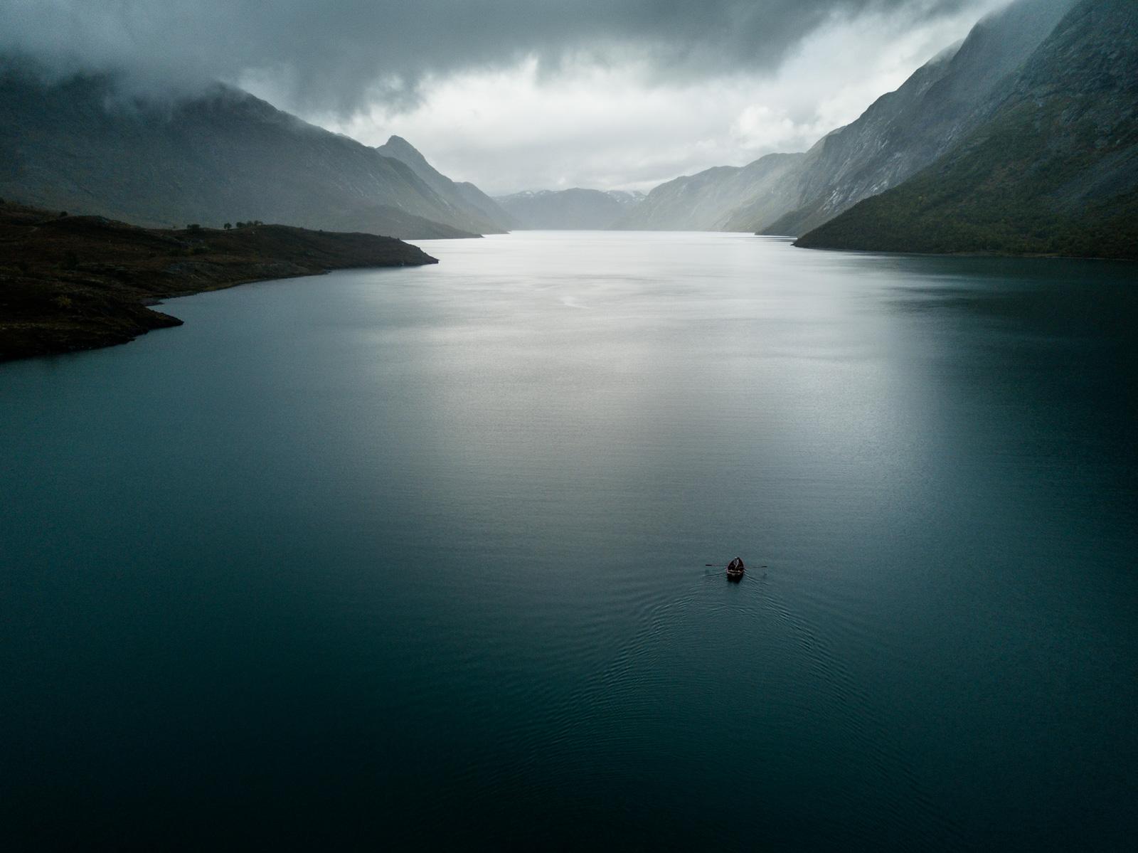 NATUREN OG OSS: Miljø og bærekrafige konsepter var fokus på Fjellfilm 2017. Simen Knudsen fra TAVAHA holdt foredrag på vegne av havet. Bilde: Christian Nerdrum