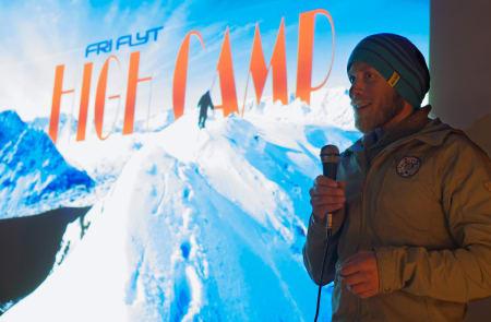 VEGLEDER: Mikal Nerberg er aktiv toppturist i Lyngen, og har nå fått mandat i kommunestyret. Her på jobb som guidesjef under High Camp Lyngen i fjor. Foto: Bård Basberg