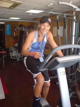 Karina Hollekim har begynt å sykle på en spesiallaget sykkel.