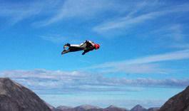 Over en strekning tilsvarende tre ganger Vikersundbakken skal de fly. worldbaserace.com