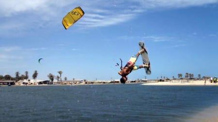 TALENT: Lestiano Silva Francisco var et av Brasils kite-talenter. De lokale kiterne i Cumbuco protesterte for drapet på kameraten mandag formiddag ved å blokkere inngangen til Cumbuco med påtente bildekk.