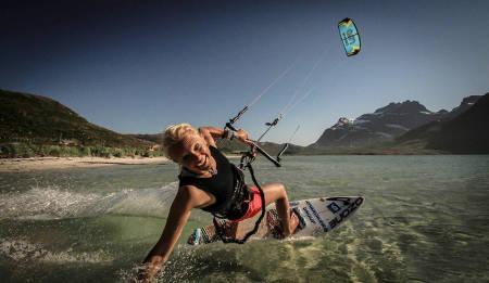 OPPGJØR: Kari Schibevaag tar et kraftig oppgjør mot et usunt kroppspress. Her på Oppdrag Lofoten. Foto: The Nordic Story