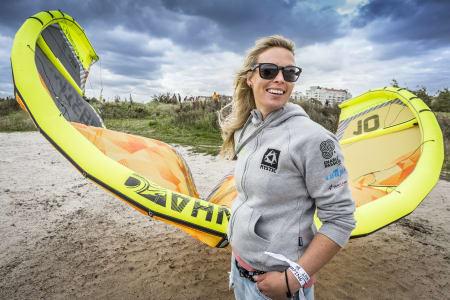 RÅ DAME: Camilla Ringvold har hatt 9 heftige måneder som blant annet involverer kryssing av Atlanteren, Grønland - og nå seier i Battle of the Sund. Bilde: Richard Ström/Red Bull Content Pool