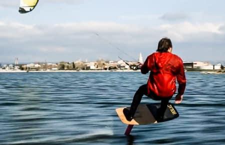 RETURN OF THE FOIL: Mike Mack var den første til å bruke hydrofoilen som «surfbrett» i 1993. Laird Hamilton gjorde den kjent, og i flere år lå konseptet temmelig dødt, helt til nå.