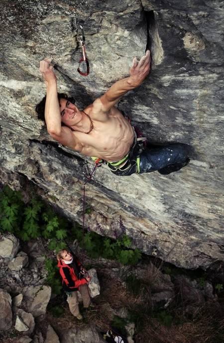 KOMPROMISSLØS: Adam Ondra er verdens beste klippeklatrer, og nå er han tilbake i Norge og herjer med gradene. Foto: Petr Pavlíček