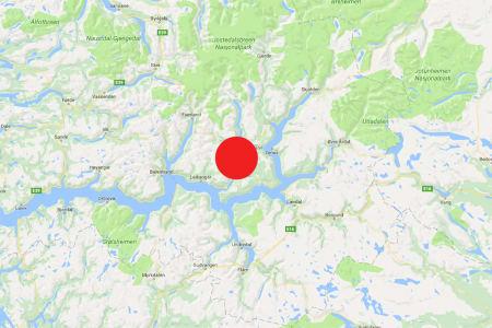 ALVORLIG SKADD: En person er alvorlig skadd etter en klatreulykke i Sogndal. Det er uklart hvor i området ulykken skjedde. Foto: Google Maps