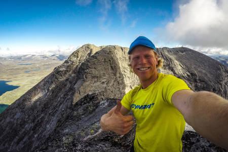 12 TOPPER: Sondre Kvambekk fra Asker besteg alle topper på Dovrefjell over 2000moh. Her på Vesttoppen på Snøhetta etter å ha brukt i underkant av 2 timer fra Snøheim og over traversen. Foto: Privat