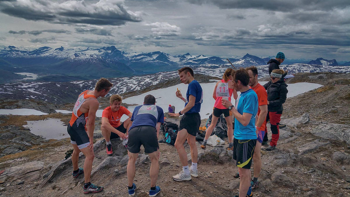 MIDNATTSSOLLØPET: ...eller? Kan man si det når de første deltagerne er i mål før klokka 12? Foto: Magnus Kalsson