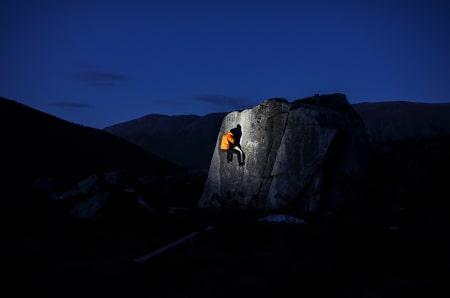BEST AV TO: Ola Roalkvam gikk til topps med dette bildet fra buldring på Kvaløya i Troms.