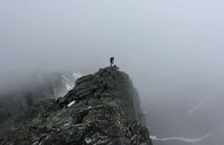 LANGT OG RASKT: Vemund Øvstehage og Martin Otteraaen var på litt av en langtur i Rondane i juni. De besøkte hele fjorten 2000-meterstopper på 13,5 timer.
