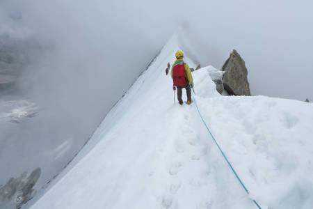 ENDELIG FERDIG: Tormod Granheim ble første nordmann som har besteget alle Alpenes 4000-meterstopper. Her er han på vei ned fra prosjektets siste topp; Weisshorn i Sveits. Foto: Jacob Wærness