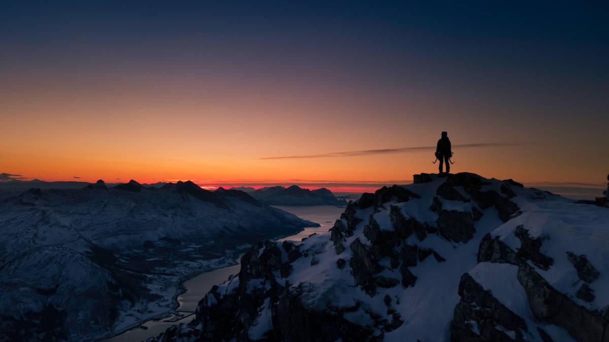 MAGISK: Lyset i desember er noe helt spesielt - særlig når forholdene er som dette. Fra Liatinden på Helgeland. Foto: Signar Nilsen