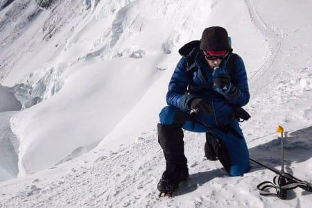 PÅ VEI OPP: Her er Kilian Jornet på vei mot toppen. Bildet hentet fra hans offisielle Facebook-profil. Foto: Kilian Jornet