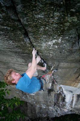 STERK: Magnus Midtbø er en komplett klatrer. Foto: Ole Karsten Birkeland