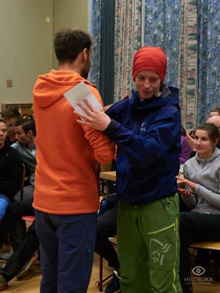 14 åringen åringen Magnus Sørslett springer inn til en egentlig tredjeplass i seniorgruppen, men vinner en klar seier i juniorgruppen for gutter. Foto: Timme Ellingjord.
