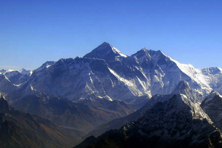 BESTEG: Her ser du sørsiden av Mount Everest. Foto: Wikipedia Commons