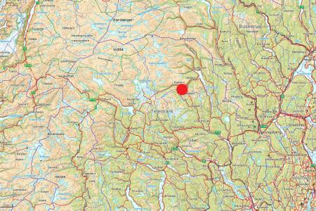 OMKOM: En britisk klatrer omkom på Gaustatoppen (rød prikk) mandag. Foto: Norgeskart