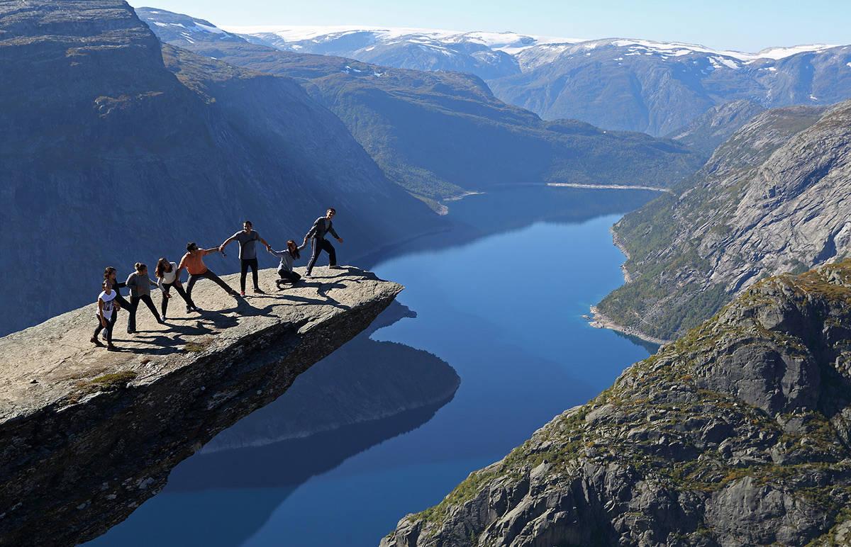 BÆREKRAFT?: Trolltunga har blitt et slags symbol på problemene med massiv turisttrafikk til severdigheter i norsk natur. Hvordan vil de politiske partiene løse dette?