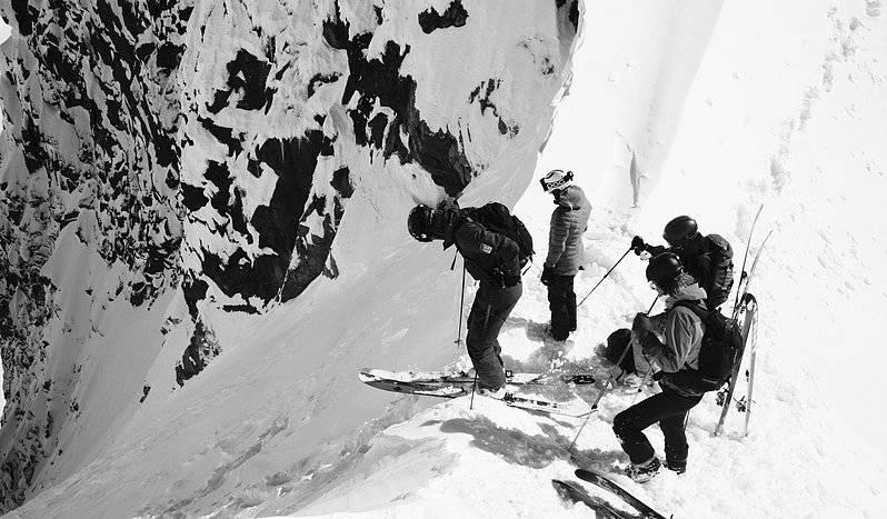 Denne situasjonen burde være helt normal, en jente og tre gutter på tur sammen i Hurrungane. Foto: Torfinn Weydahl.