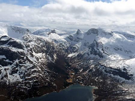 SLURVPÅLTINDEN: Hva gjorde egentlig denne Pål, som ga navn til det vakre fjellet midt i bildet? Det spørsmålet har opptatt Fri Flyts nettredaktør sterkt de siste dagene. Foto: Torgeir Kjus