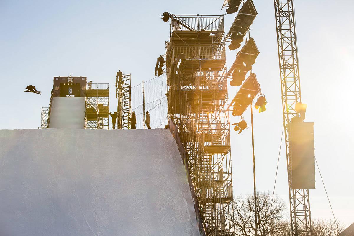 POSITIVE: Skiforbundet har vært positive til X Games hele veien, mener sportssjef Christopher Frankum. Her fra gårsdagens trening. Foto: Andreas Løve Storm Fusko