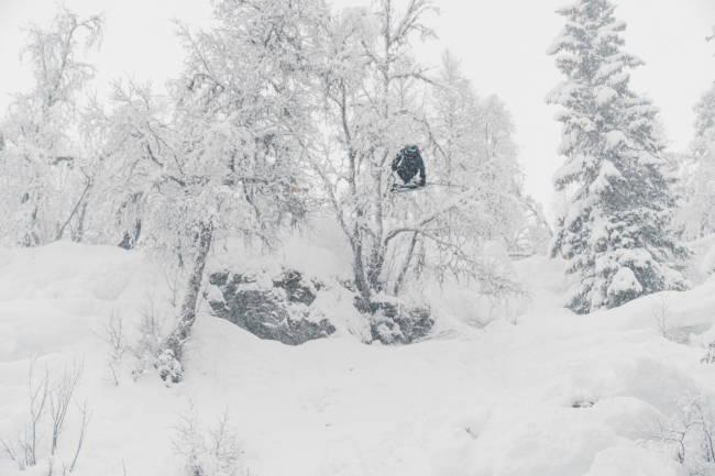 Arrangerte backcountry jibbefest i puddersnøen