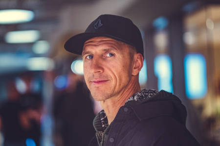 TERJE HÅKONSEN: Den profilerte snowboarderen er en av flere som går vekk fra Oakley. Foto: Bård Gundersen