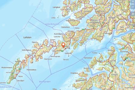 SKREDTATT: Det er i dette området en person ble tatt av skred søndag. Foto: Norgeskart