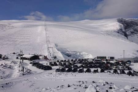 JUVASS: Galdhøpiggen Sommerskisenter stenger for sesongen. Her fra da Fri Flyt var i skianlegget i høstferien. Foto: Erlend Sande