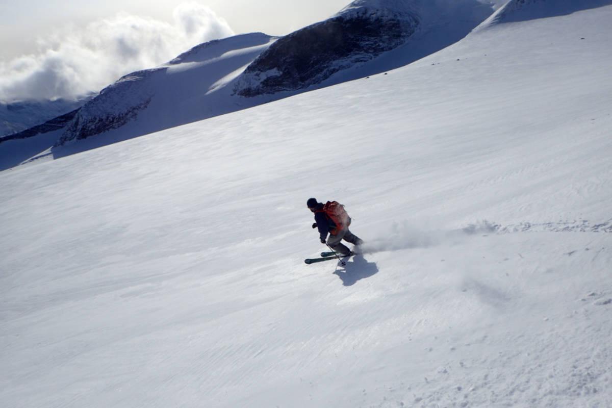 LOM SKIFESTIVAL: Til helga arrangeres Lom Skifestival. Slik ser området ved Gladhøe ut nå. Foto: Rønnaug Stjernvang/Gjendeguiden