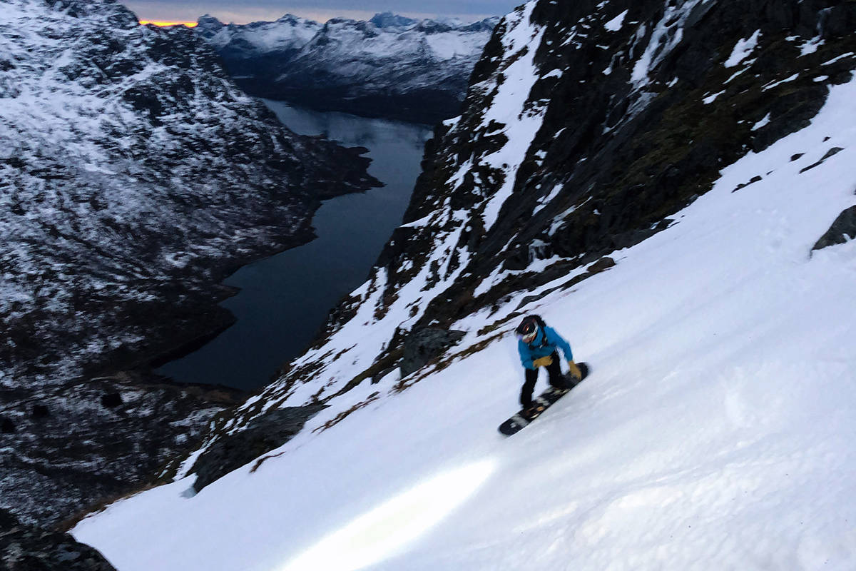 RENNEKJØRING I LOFOTEN: Vinner dette bildet av rennekjøring i Lofoten? Det avgjør du! Foto: Jørgen Thomassen