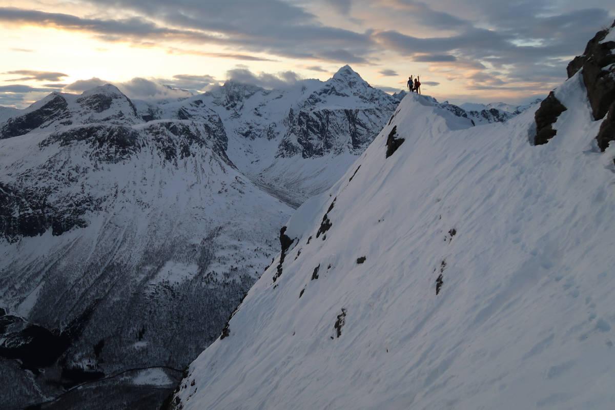 PÅ TOPPTUR: Bård Smestad var en av de som fant veien til fjellet i helga. Her i Romsdalen. Foto: Bård Smestad