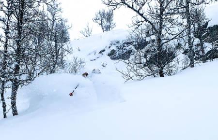 DYPT: Jesper Wembstad nyter godsakene i Gausta skisenter sist helg. Foto: Filip Jørundland