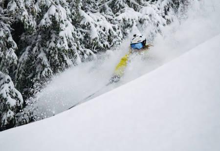 TRØNDERPOW: Heidi Pallin Aaring koser seg med ekte trøndersk skiføre i Vassfjellet i helga. Foto: Kristian Aalerud