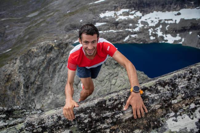 Hvem er raskest av en basehopper og Kilian Jornet på Romsdalshorn