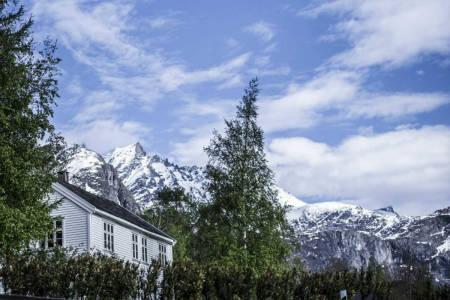 VISER SKIFILMER PÅ AAK: Aak Hotel får sin egen filmfest i år. Foto: Odd Erik Rønning