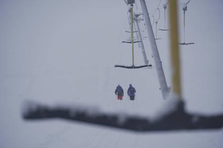 SNØ: Slik så det ut ved skiheisen i Myrkdalen fredag formiddag. Foto: Klaus Finne