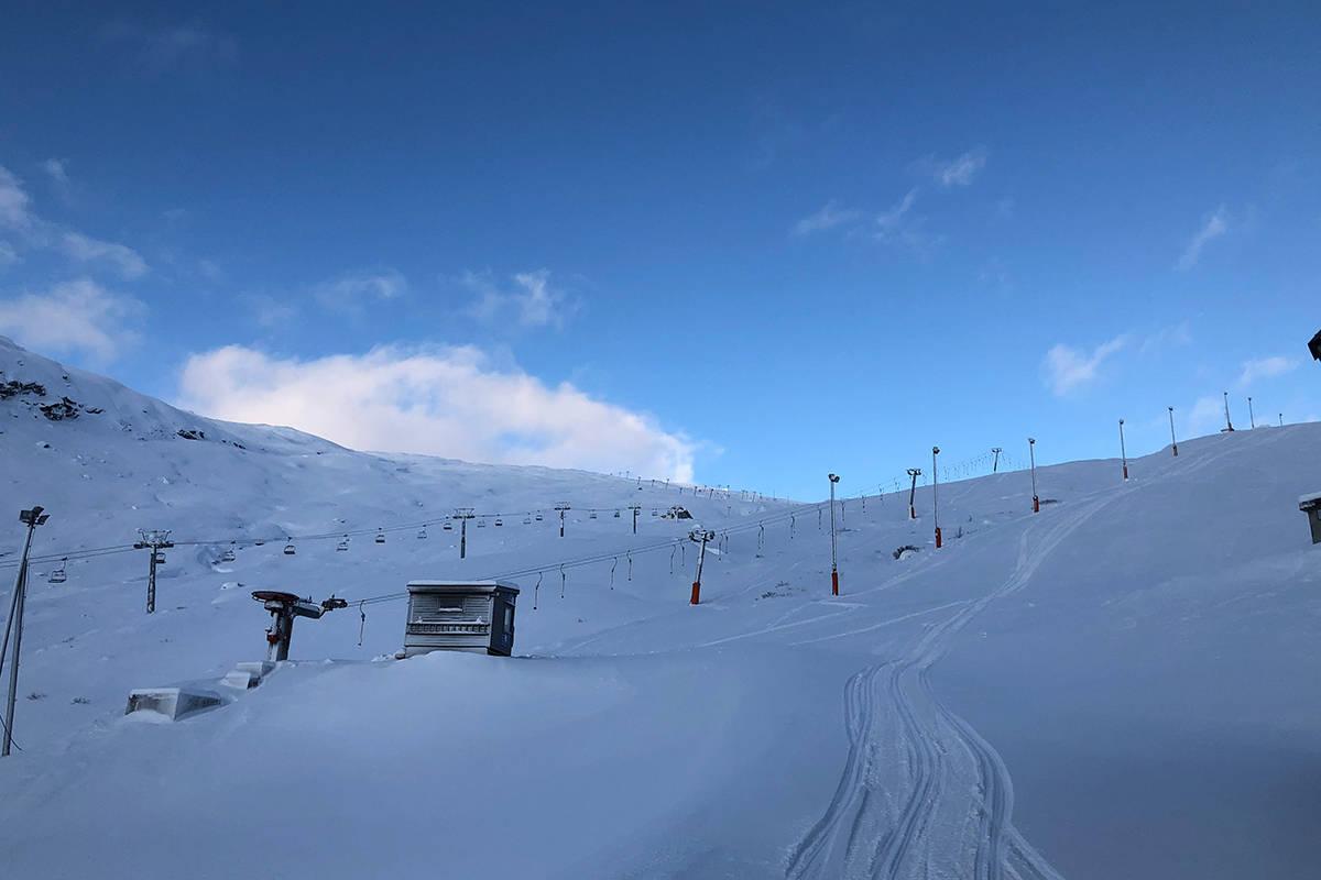 SESONGÅPNER: Lørdag åpner Røldal for sesongen. Slik så det ut i skianlegget i går. Foto: Oddvar Bratteteig/Røldal skisenter