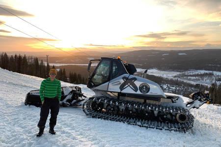 ÅPNER: Mads Mørch og Espen Bengston i Oslo Vinterpark jobber nå med å få klar Wyller til mandag. Foto: Espen Bengston