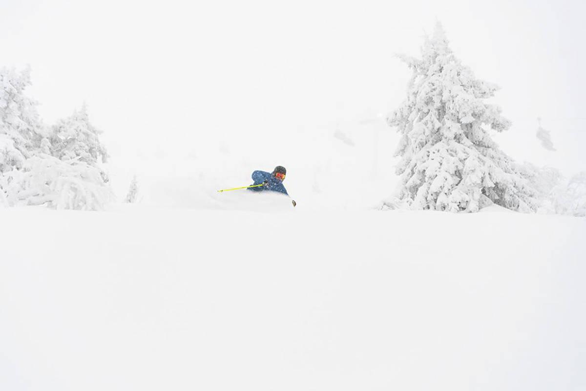 NYSNØ: Anders Backe nøt nysnøen i Trysil i helga. Foto: Ola Matsson