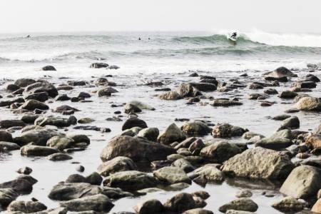 ENDELIG LOV: Nå kan surfere i østlandsområdet glede seg over at det nå er lov å surfe på Saltstein. Foto: Christian Nerdrum
