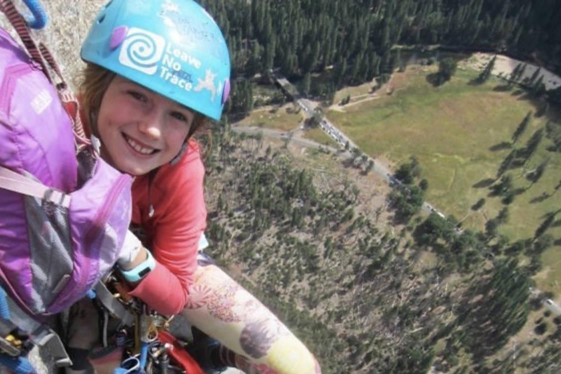NY REKORD: Ni år gamle Pearl Johnson er tidenes yngste som har klatret El Capitan. Foto: Instagram